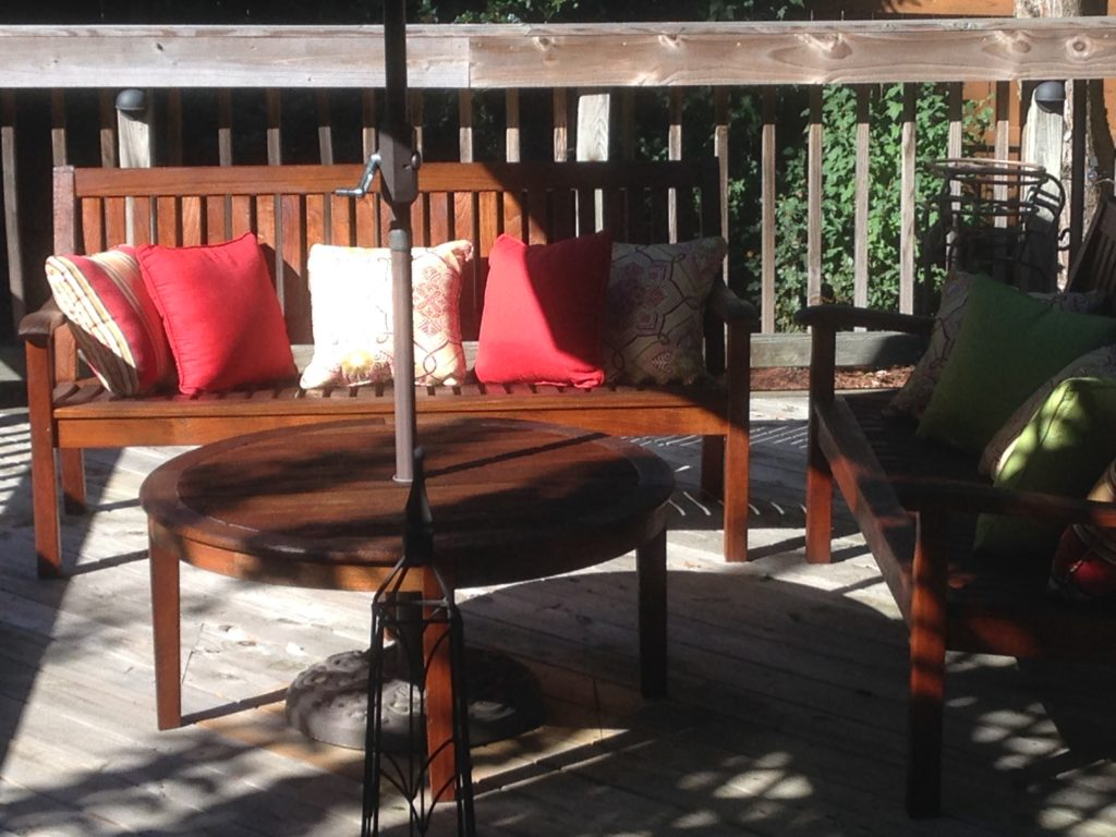 Cleaning Teak Patio Furniture with Teak Oil