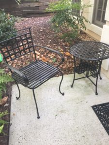Spray Painted Wrought Iron Set Using Rustoleum Oil Rubbed Bronze