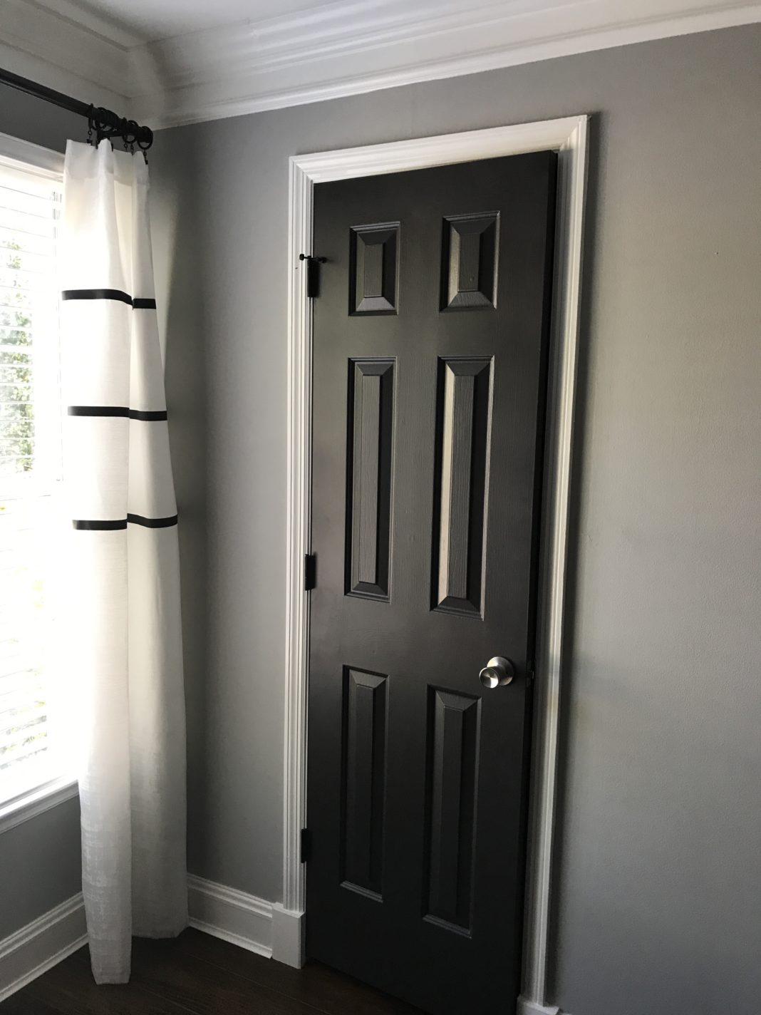 Black Interior Doors | Dark Interior Doors| Benjamin Moore Mopboard Black Paint Color | Modern Room Updates for Cheap