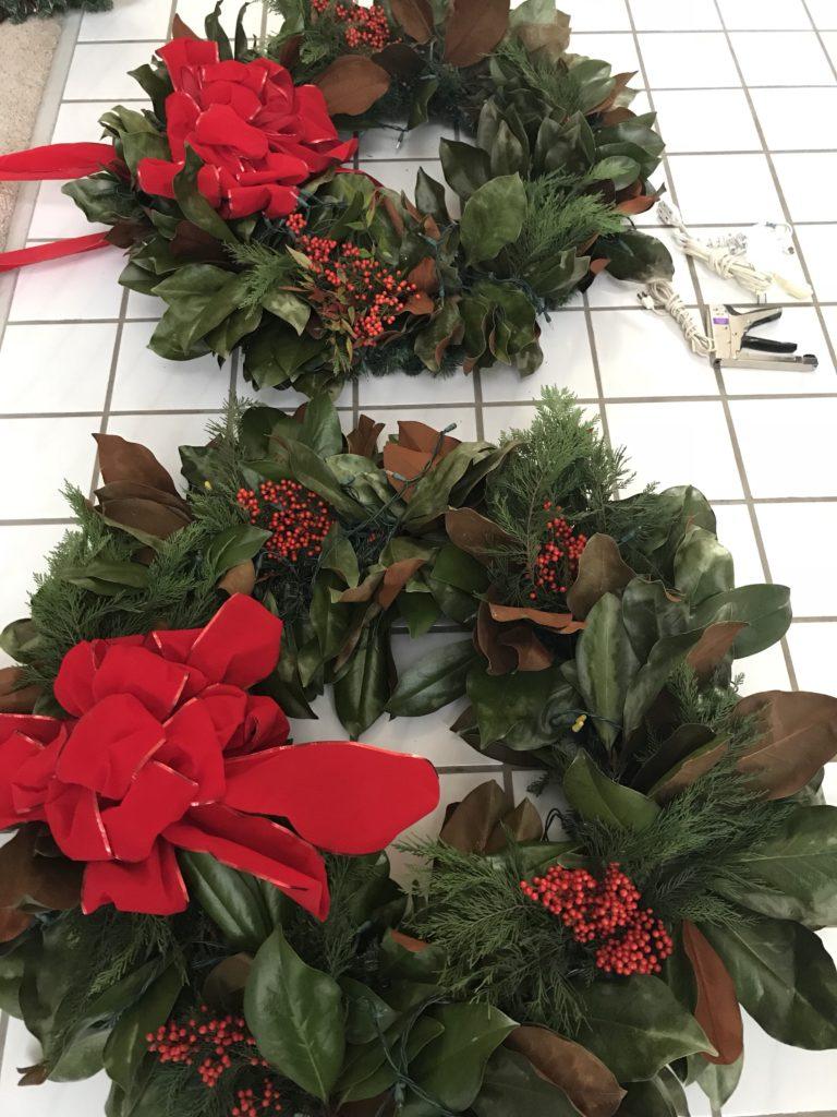 Christmas Wreath, DIY Magnolia Wreath, magnolia decor, outdoor wreath, wreaths,